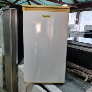 """CONTINENT"" GERMANY, mali frižider, 92 litre"