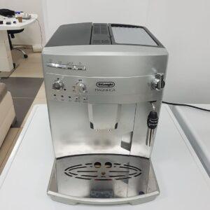 """Delonghi - Magnifica"", kafe aparat sa mlinom u sebi, uvoz CH"